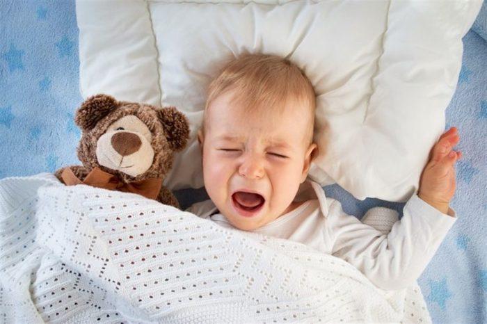 بكاء الطفل بالليل بدون سبب