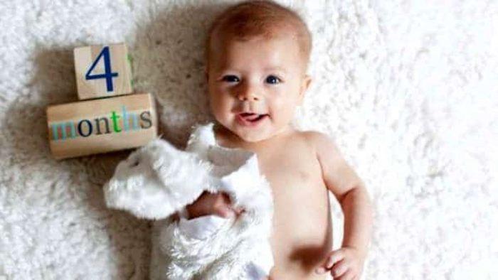 طفل في الشهر الرابع