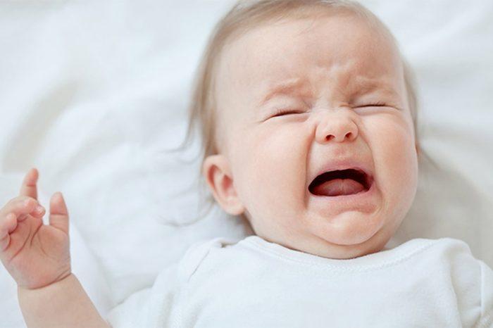 كثرة بكاء الطفل بدون سبب
