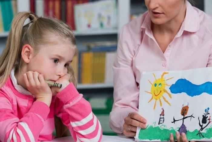 كيفية التعامل مع طفل التوحد