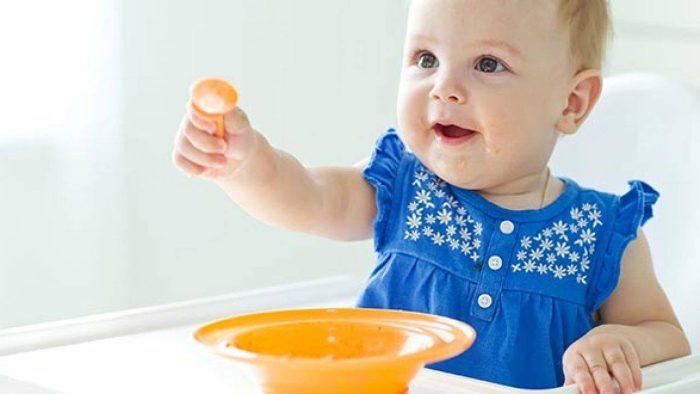 أكل طفل 8 شهور