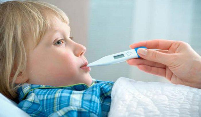استمرار الحرارة عند الأطفال أسبوع