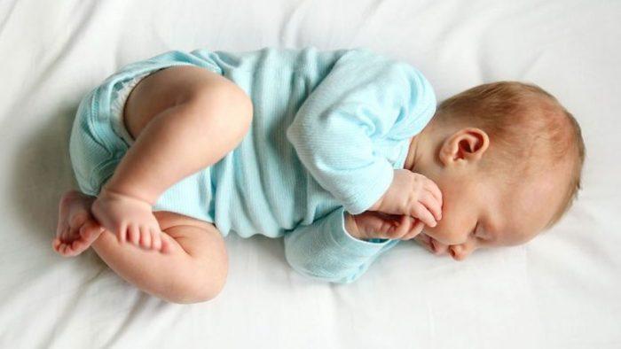 الطفل في عمر الثلاث شهور