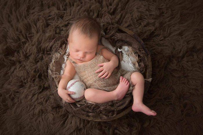 انتفاخ بطن الرضيع من الجوانب