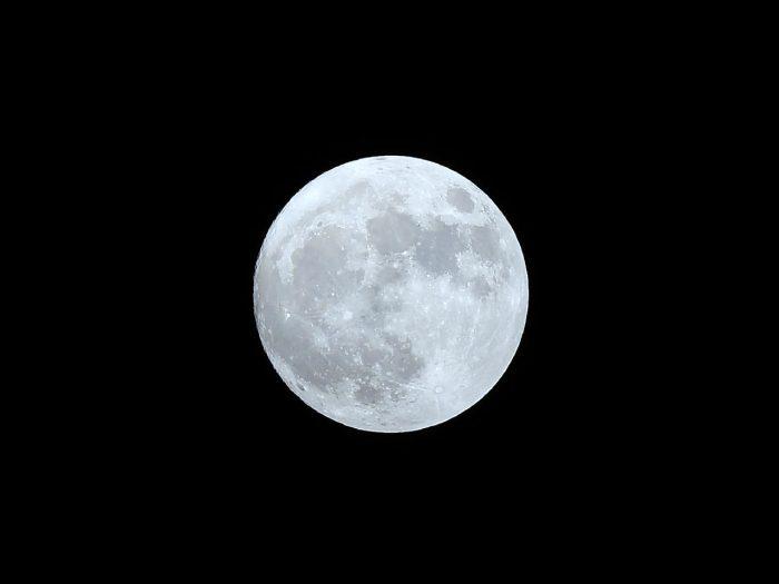 حقائق عن القمر للأطفال