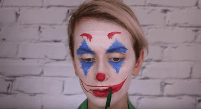 رسومات أطفال على الوجه