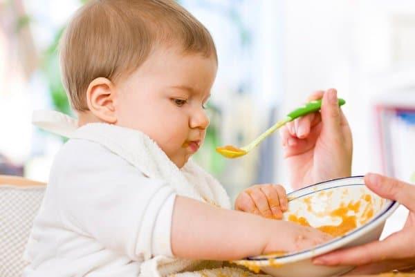 طعام الطفل في عمر السنة