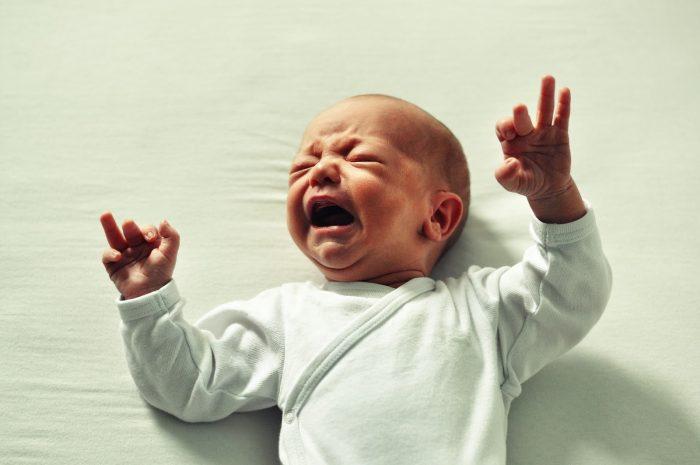 علاج مغص الأطفال الرضع حديثي الولادة
