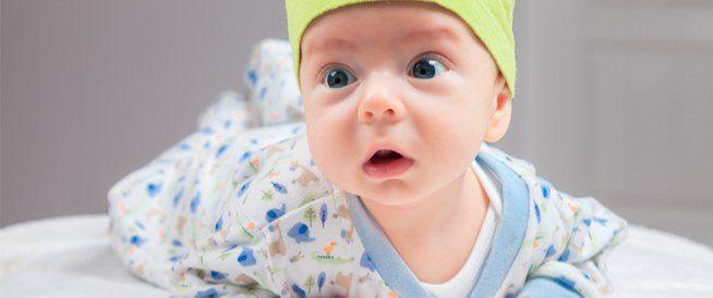 كيف يكون الطفل في الشهر الثاني