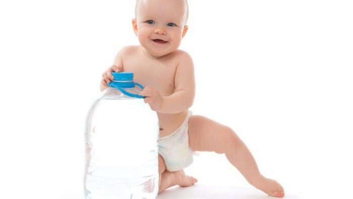ماذا يشرب الطفل في الشهر الأول