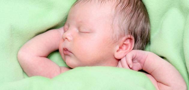 ما هي طرق الاعتناء بالطفل في الشهر الأول؟