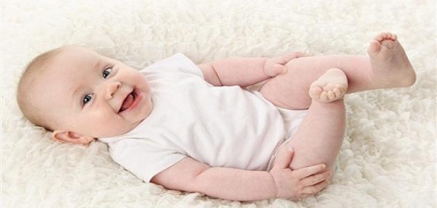 متى يبدأ الطفل بالضحك والمناغاة