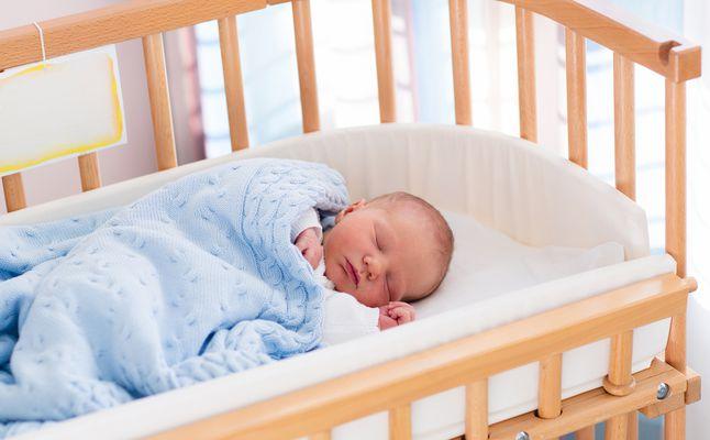 متى ينتظم نوم الرضيع