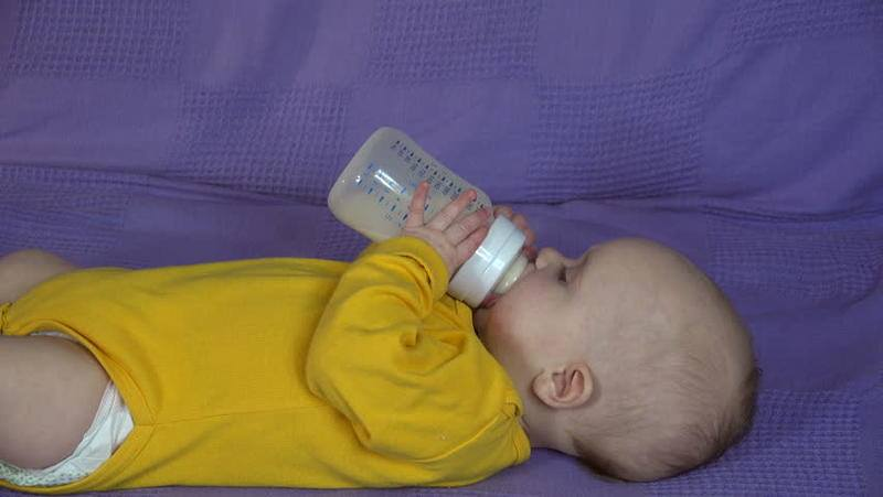 مشروبات تساعد الطفل الرضيع على النوم