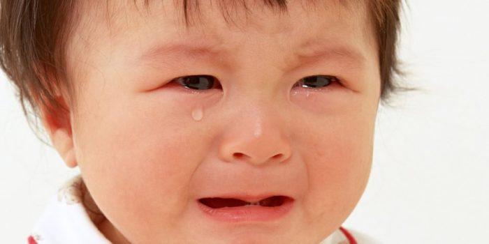 هل بكاء الرضيع يؤثر عليه