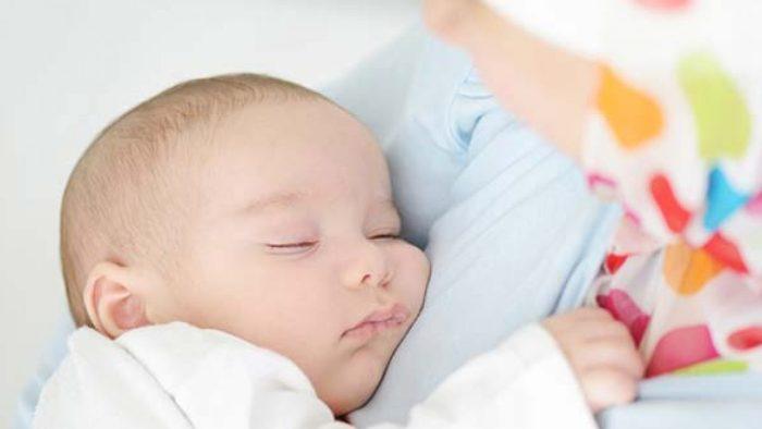 طفلي عمره شهرين ينام كثيراً