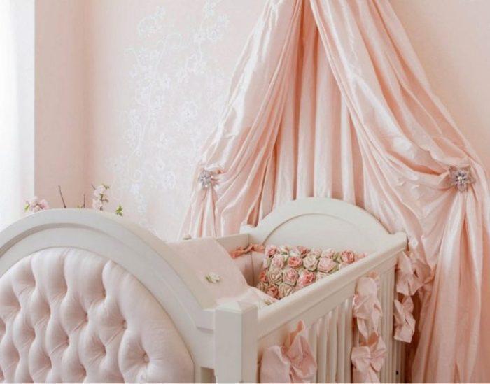 سرير أطفال حديثي الولادة