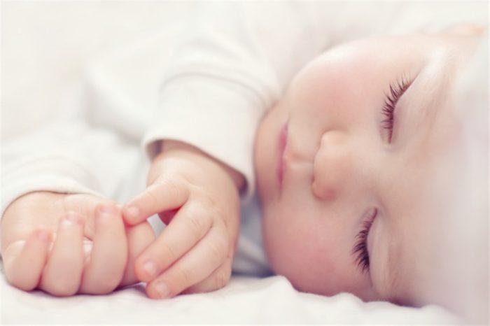 هل ينتظم نوم الرضيع في الشهر الثالث