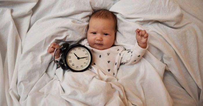 طفلي ينام في النهار ويسهر الليل