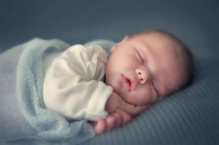 تنظيم نوم الرضيع بعمر شهرين
