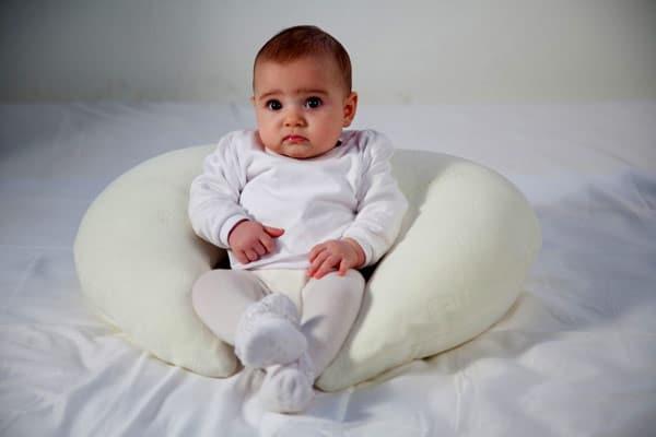 جلوس الرضيع في الشهر الرابع