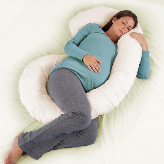 ماذا يفعل الجنين عندما تنام الأم؟