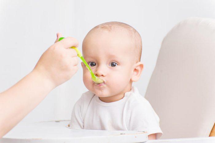 متى يأكل الرضيع الزبادي