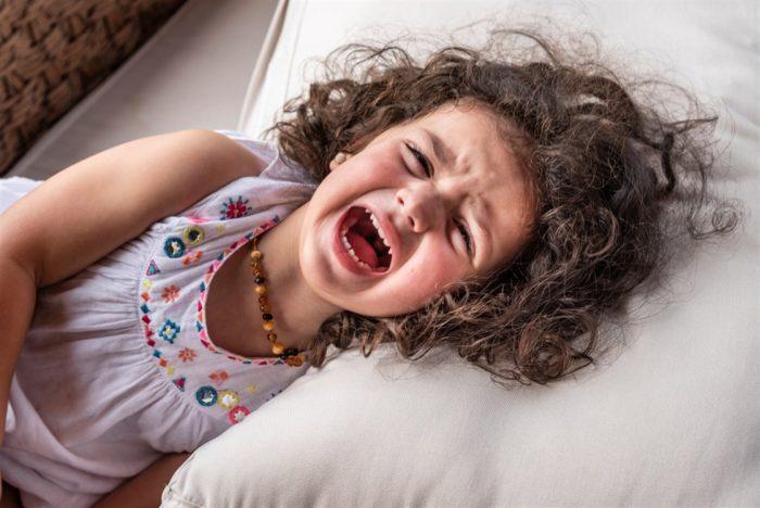 البكاء عند الأطفال 7 سنوات