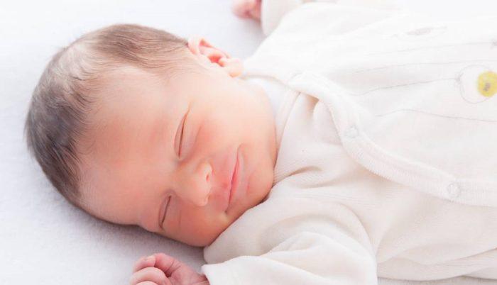 هل التجشؤ من علامات شبع الرضيع؟