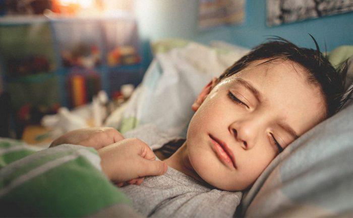 حركة الأطراف أثناء النوم عند الأطفال
