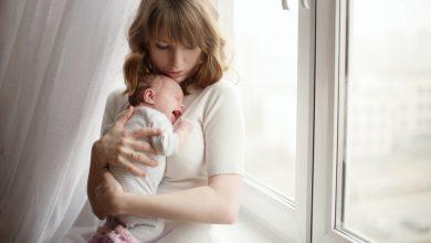 سبب بكاء الطفل عند الرضاعة الطبيعية