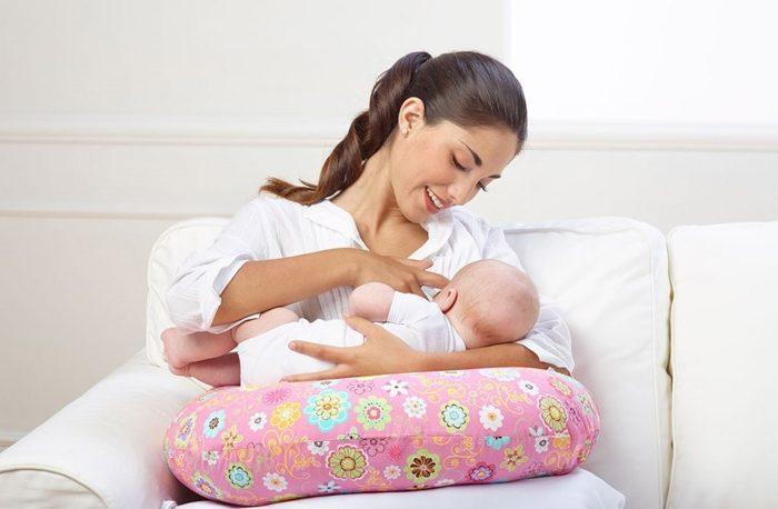 طريقة الرضاعة الصحيحة لحديثي الولادة بالصور