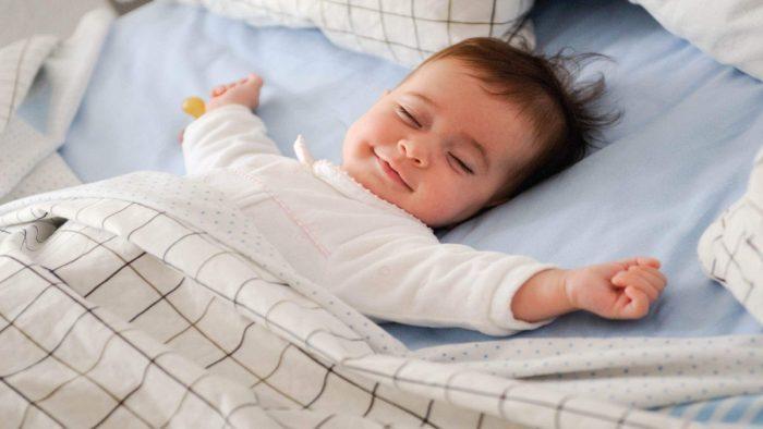 طفلي يستيقظ كثيراً في الليل للرضاعة