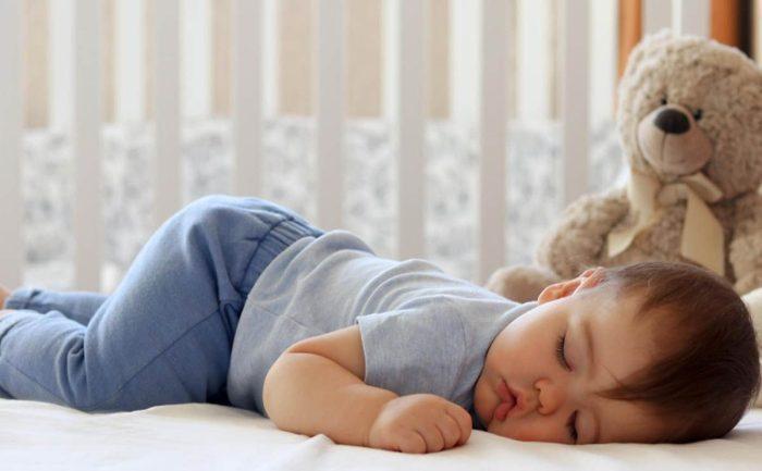 كثرة نوم الطفل الرضيع