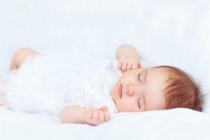 عدد ساعات نوم الطفل في الشهر الثاني