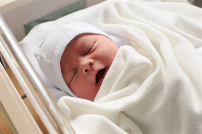 سبب غمقان شفايف حديثي الولادة