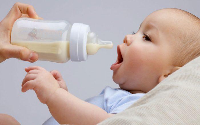 هل الحليب البارد يسبب الغازات للرضيع