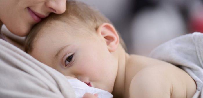 هل الحليب المتحجر يضر الطفل