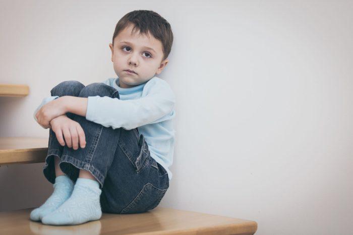 أعراض التوحد في عمر 5 سنوات