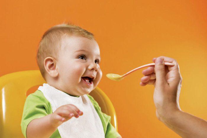 نصائح عند إطعام الأطفال