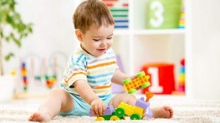 مرحلة نمو الطفل من 9 إلى 12 شهر