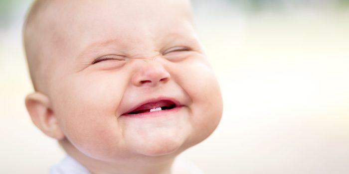 عوامل تأخر الضحك لدى الصغير