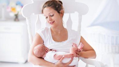 إيجابيات وسلبيات الرضاعة الطبيعية على الأم