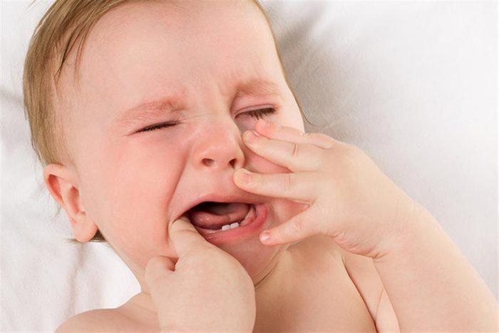 علاج ألم التسنين عند الأطفال
