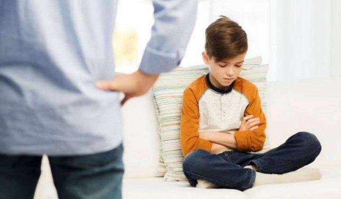 كيفية التعامل مع الطفل العنيد في عمر 10 سنوات