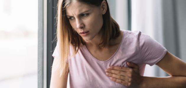 أسباب آلام الثدي الأيسر